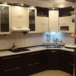 Кухонный гарнитур с подсветкой фасадов