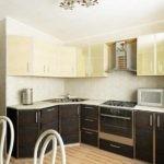 Кухонная мебель с мойкой в угловой секции