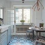 Мозаичная плитка на кухонном полу