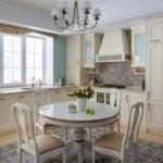 Круглый стол в классическом стиле
