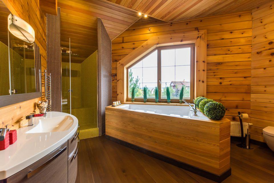 отделка ванной в доме из бруса