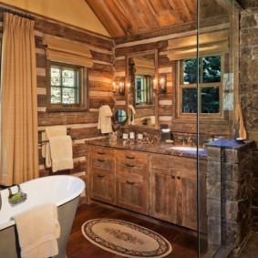 Ванная комната в частном доме в стиле шале