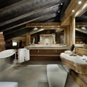 Дизайн санузла в мансарде дачного домика
