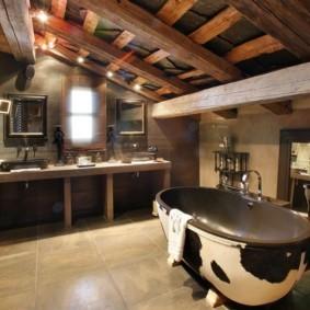 Интерьер санузла в летнем домике