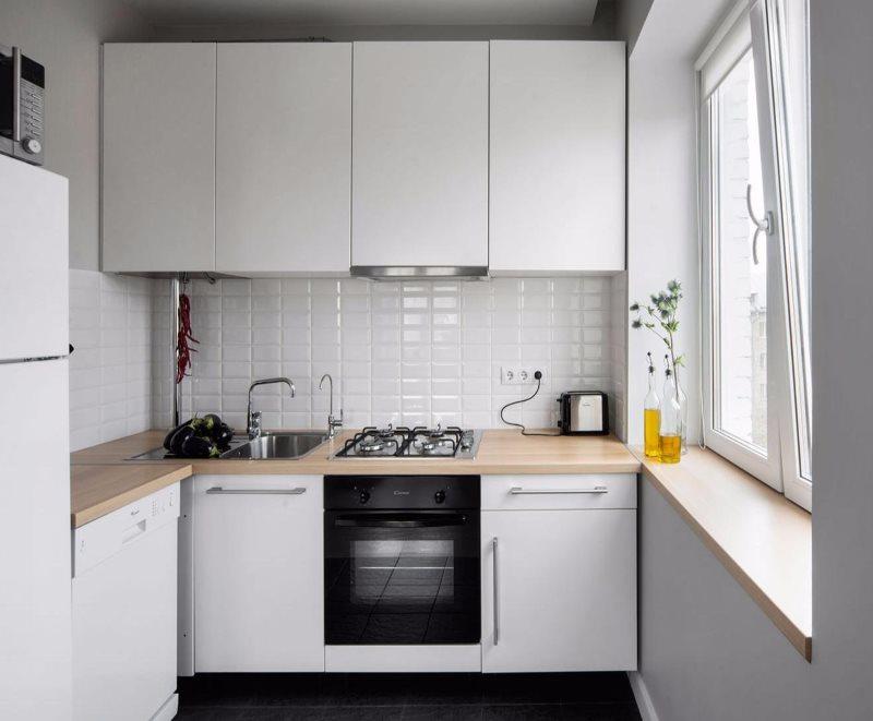 Белый фартук из плитки кабанчик в маленькой кухне