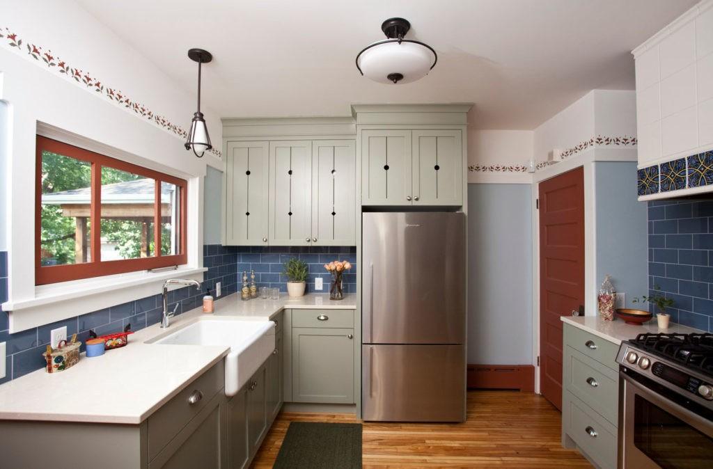 Параллельная планировка кухни с частном доме