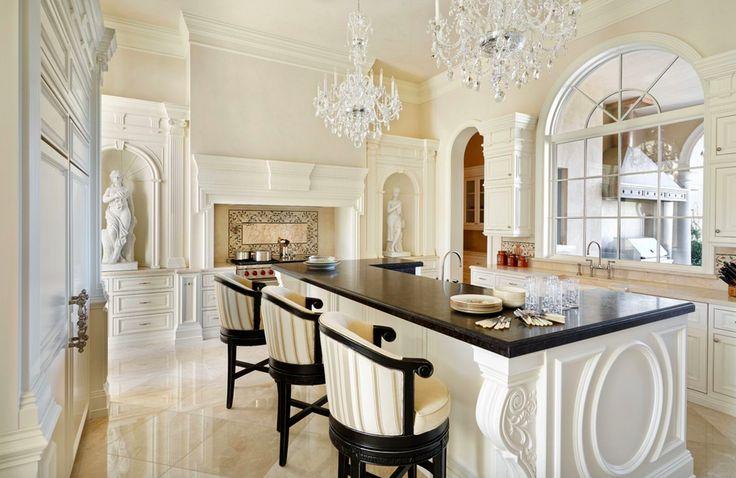 Хрустальные люстры в интерьере неоклассической кухни