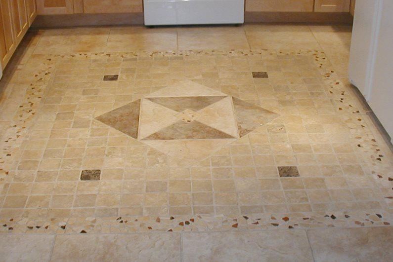 Керамический пол в маленькой кухне хрущевки
