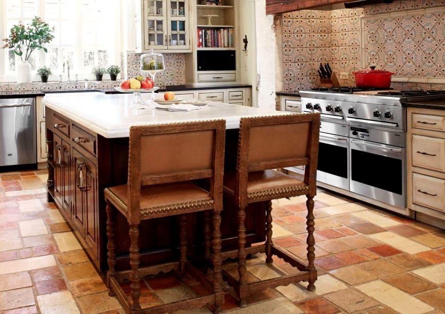 Керамический пол кухни с имитацией природного камня