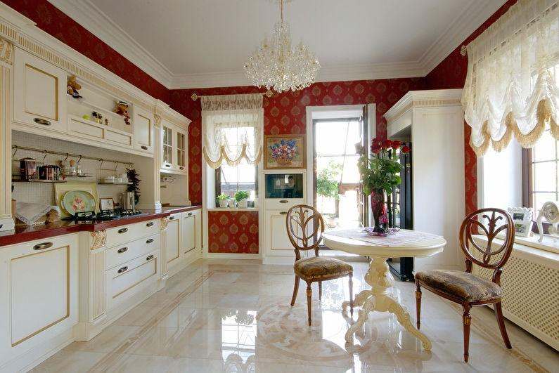 Глянцевая поверхность керамического пола в кухне частного дома