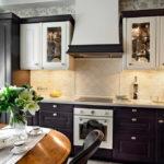 Вытяжка над газовой плитой в кухне-гостиной