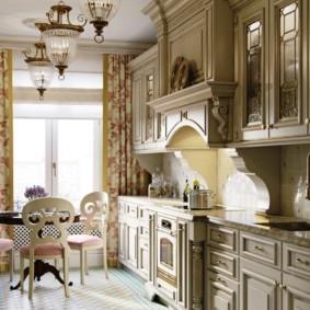 Кухонный гарнитур с патинированными фасадами