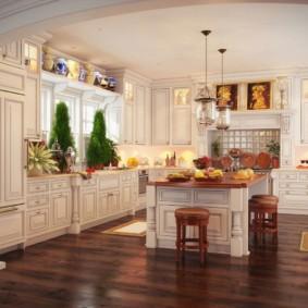Классическая кухня с островом из массива дерева