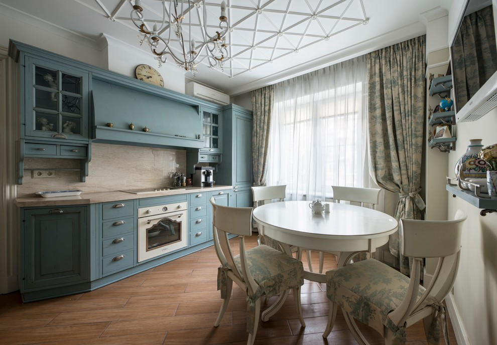 Прямые шторы с подхватами на окне кухни в стиле прованс