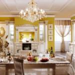 Красивая люстра в модной кухне
