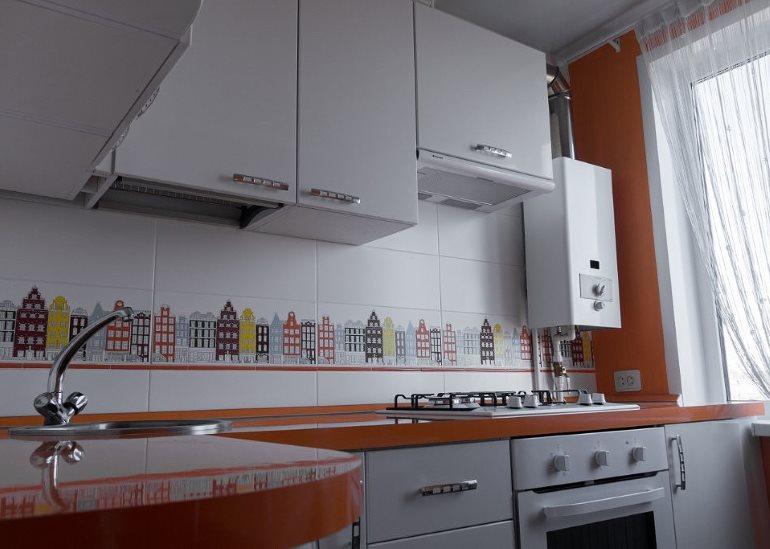 Размещение газовой колонки возле окна кухни