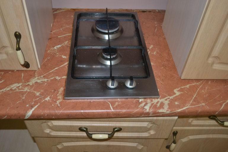Малогабаритная газовая панель в кухонной столешнице