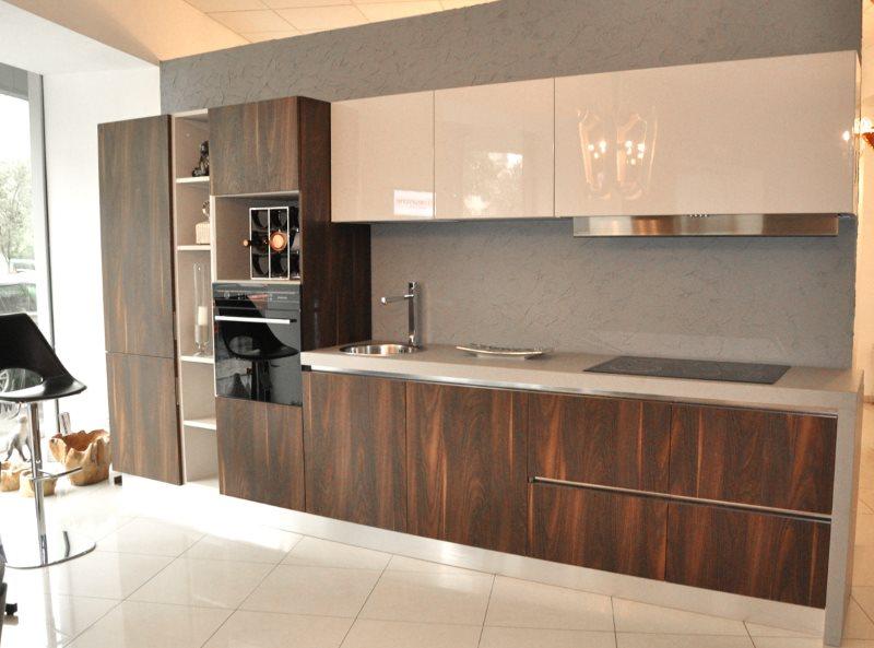 Темно-коричневые фасады кухонного гарнитура