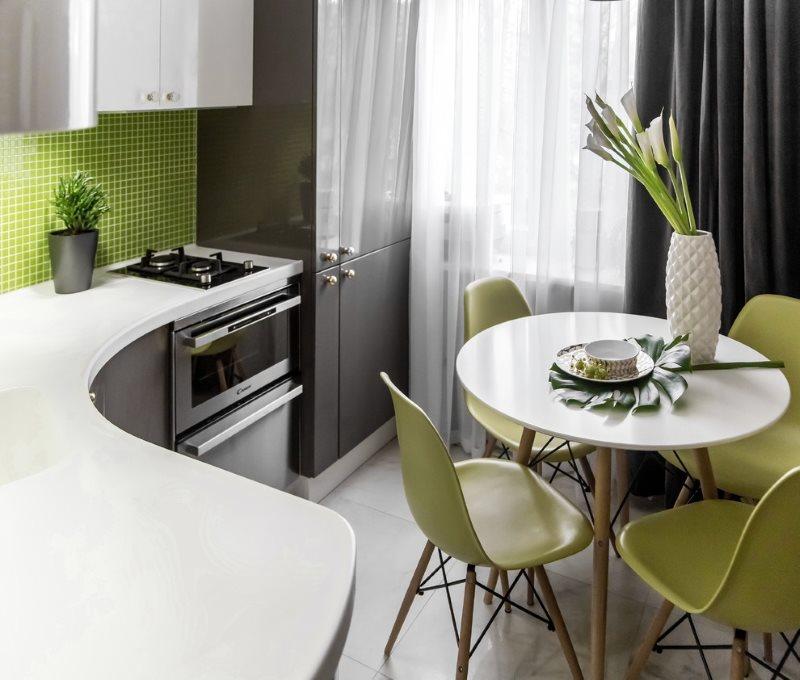 Интерьер маленькой кухни квадратной формы