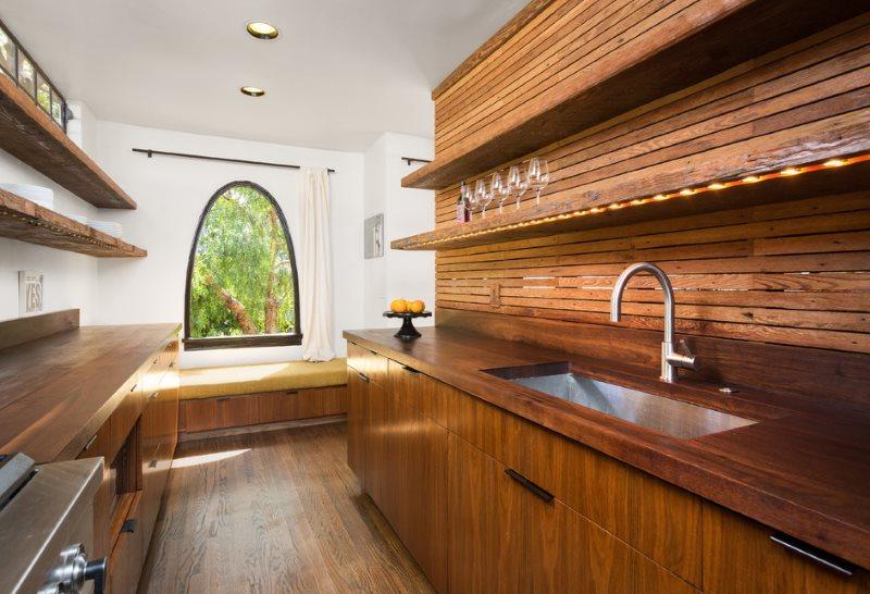 Арочное окно в кухне японского стиля