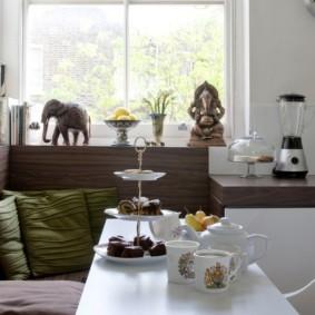 Декор статуэтками интерьера современной кухни