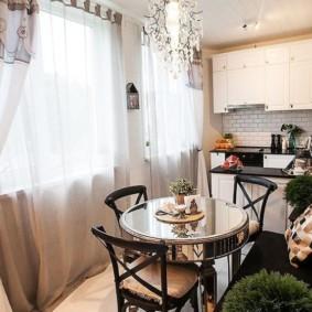 кухня-гостиная с двумя окнами