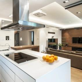 Дизайн кухни гостиной с белым островом