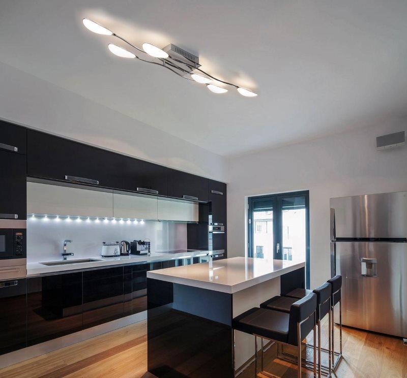 Линейный гарнитур в рабочей зоне кухни-гостиной в стиле хай-тек