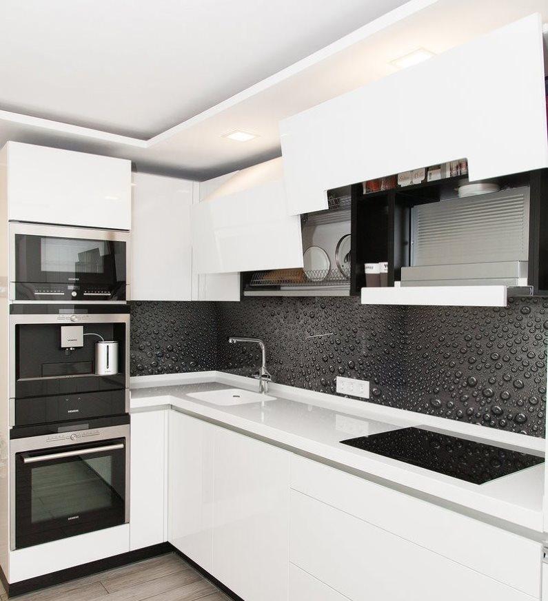 Светлая кухня в стиле хай-тек площадью в 7 кв метров