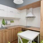 Мебельный гарнитур с коричневыми фасадами