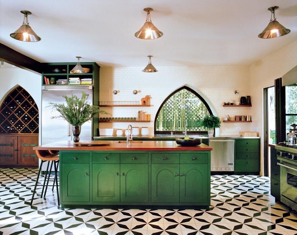 Арочные окна в кухне арабского стиля