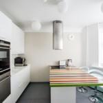 Полосатая поверхность кухонного острова