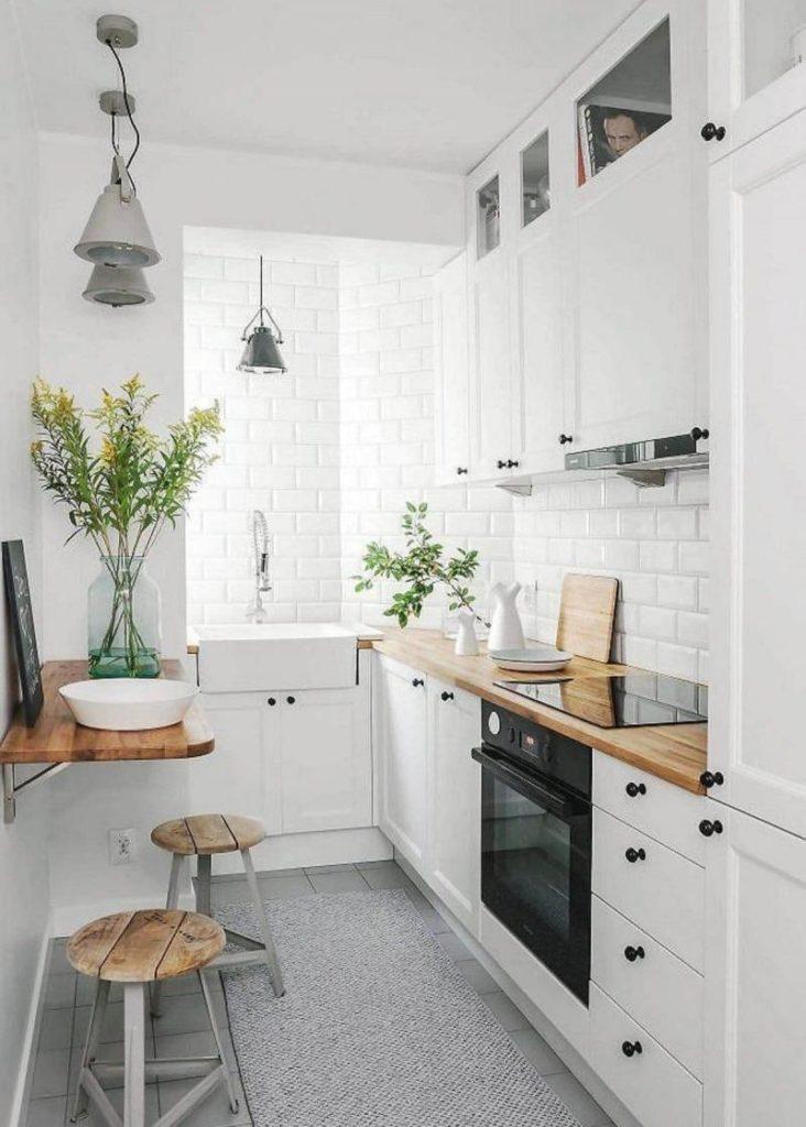Угловой гарнитур в маленькой кухне скандинавского стиля
