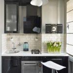 Линейный гарнитур для маленькой кухни