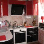 Красно-черные фасады кухонного гарнитура