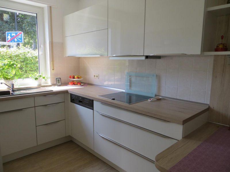 Кухонный гарнитур для маленькой кухни в стиле минимализма