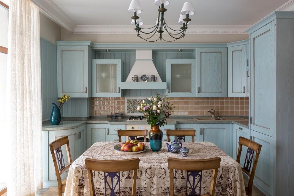 П-образный гарнитур в кухне прованс небольшой площади