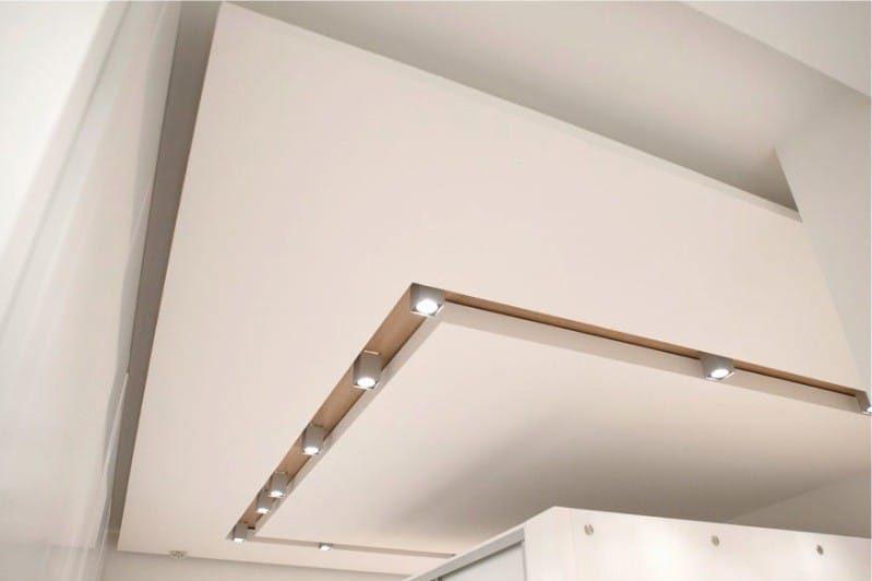 Многоуровневый потолок кухни из гипсокартонна