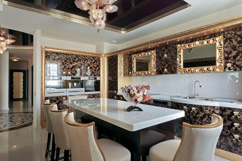 Зеркала в позолоченных рамках на стене кухни в стиле арт-деко
