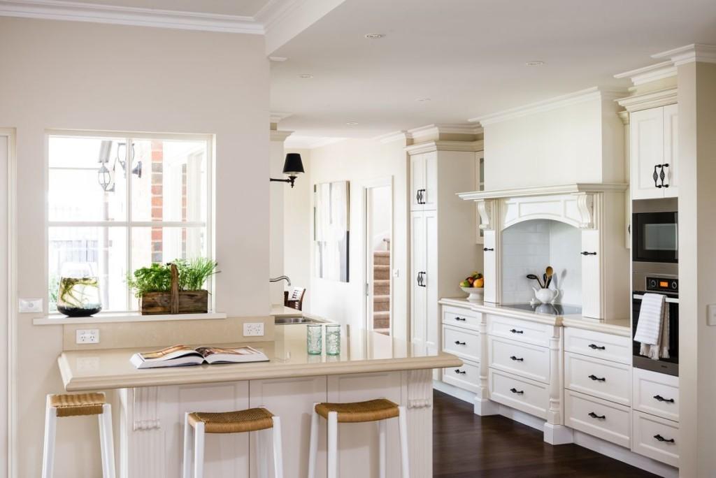 Белая кухня в стиле кантри
