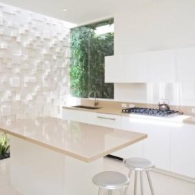 3D-панели на стене белой кухни