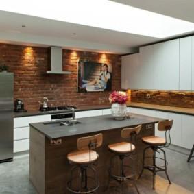 Кирпичная отделка кухни в современном стиле