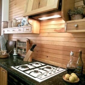 Кухонный фартук из деревянных реек