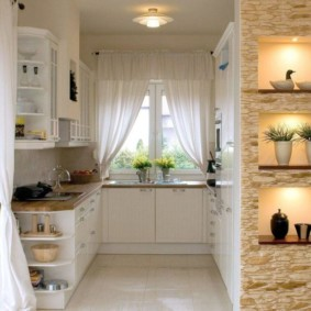 Оригинальные ниши в стене кухни