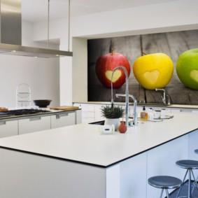 Обои с фотопечатью в дизайне кухни