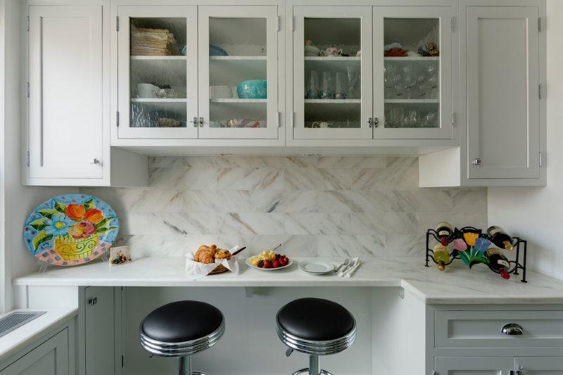 Навесные шкафчики для кухонной посуды