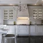 Кухонная вытяжка со встроенной подсветкой