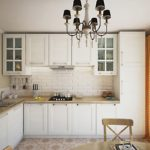 Светлая занавеска на окне кухни