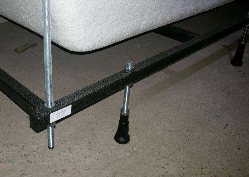 Регулировочные ножки на каркасе акриловой ванны