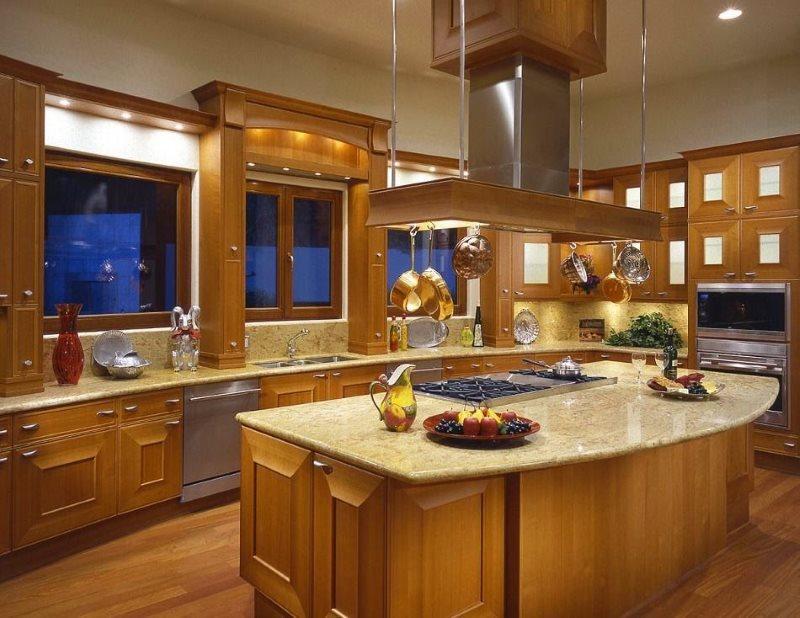 Дизайн американской кухни с окнами без занавесок